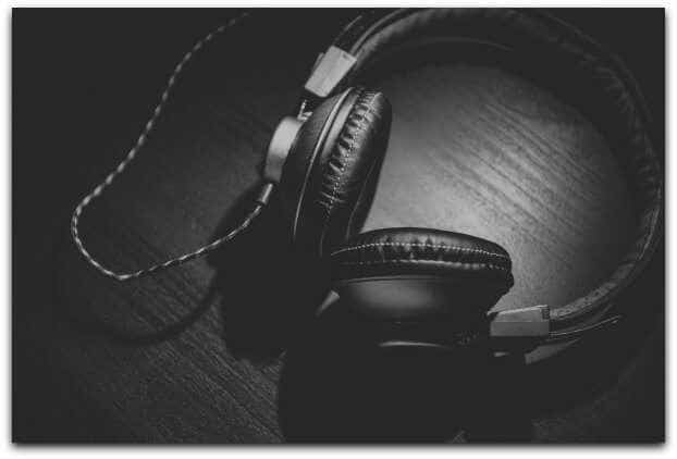 HOW TO USE PODCASTS TO BUILD YOUR PERSONAL BRAND